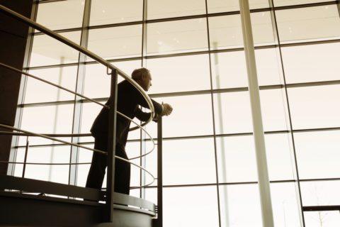 Normes, hauteur et réglementation pour les balustrades et garde-corps