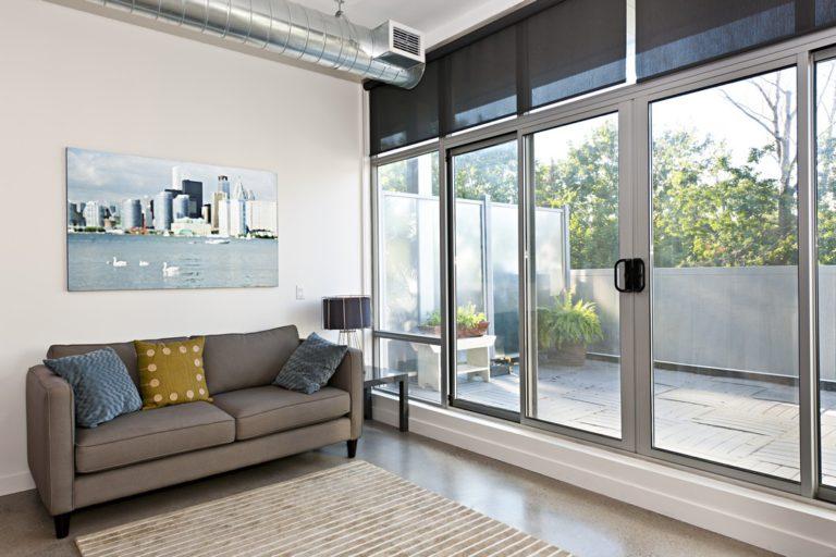 Quelle différence entre une porte-fenêtre et une baie vitrée ?