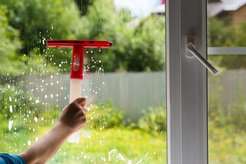 Comment entretenir ma porte-fenêtre en PVC ?