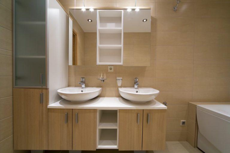 Fabriquer des meubles de salle de bain sur-mesure