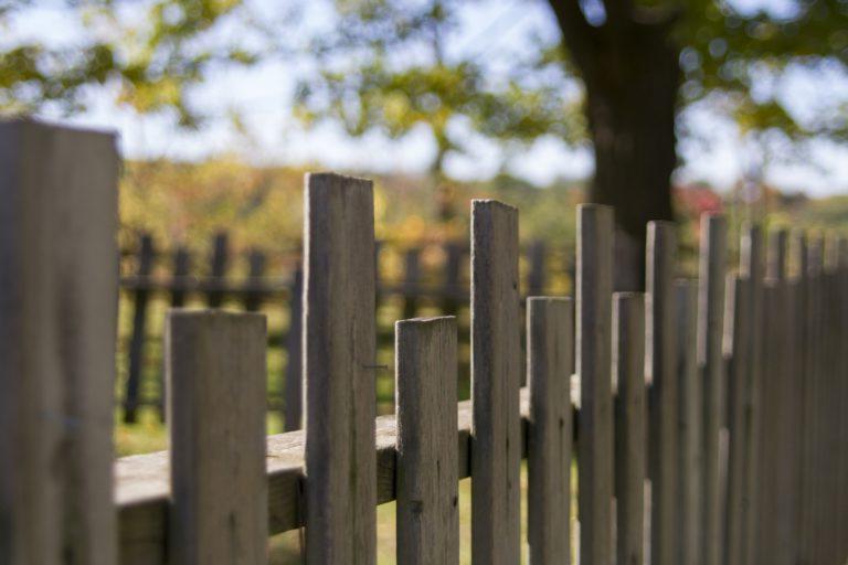 Quelle est la réglementation applicable pour l'installation d'une clôture ?