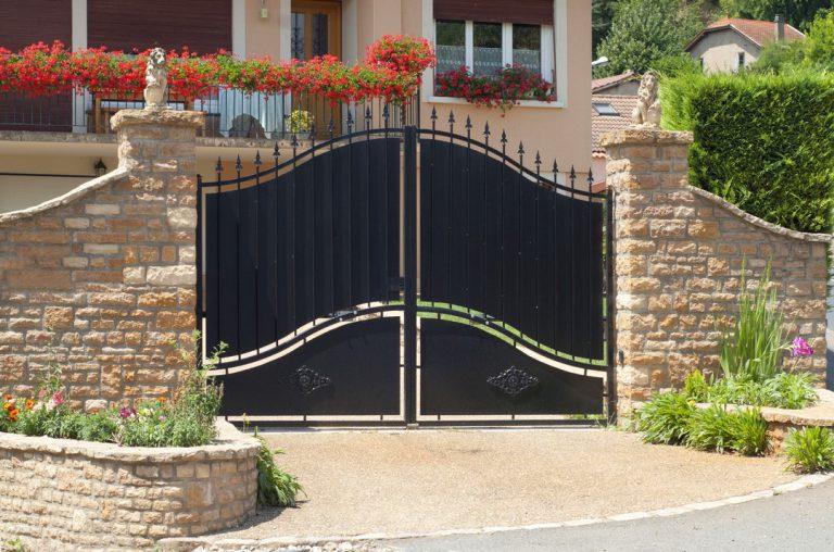 Comment entretenir son portail et sa clôture